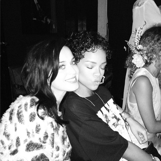 Katy Perry ju� nie martwi si� o Rihann�? (FOTO)