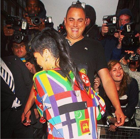Rihanna przedrzeźnia Miley Cyrus (FOTO)