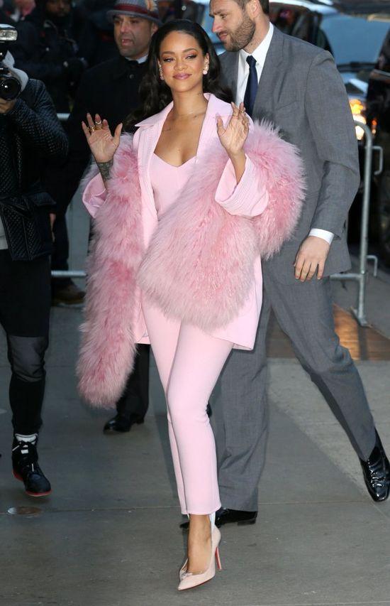 Rihanna -  landrynka w różowym futerku? (FOTO)