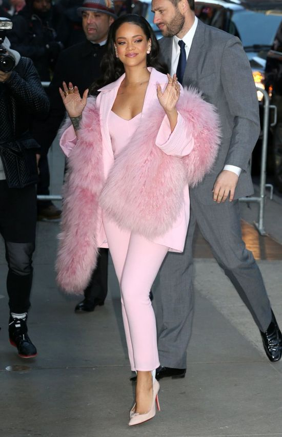 Rihanna -  landrynka w r�owym futerku? (FOTO)