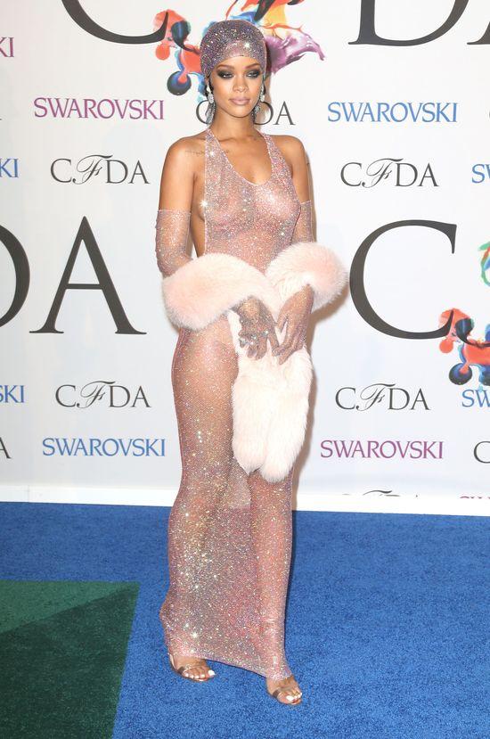 Rihanna nie zostawia pola dla naszej wyobraźni (FOTO)