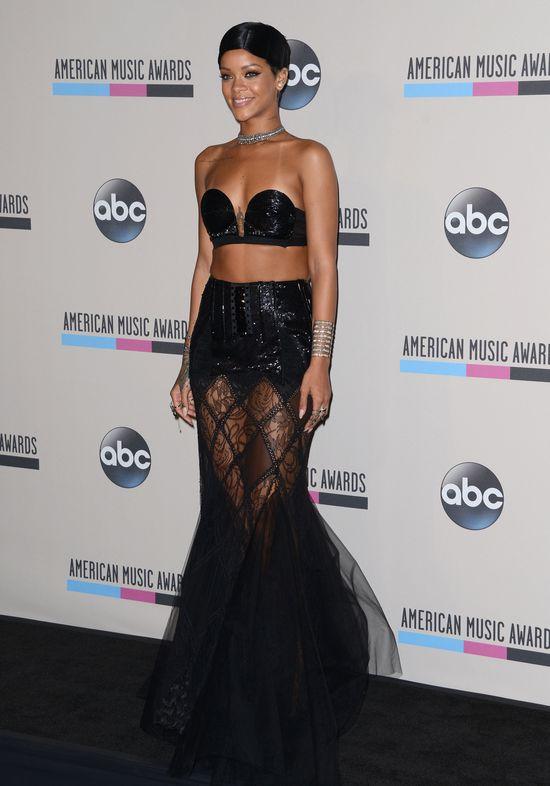 Rihanna na AMA 2013 (VIDEO)