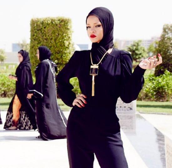 Rihanna wolała nie ryzykować ze strojem? (FOTO)