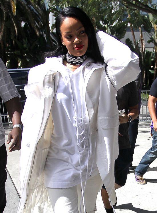 Rihanna odwołuje trasę, bo jest w CIĄŻY?