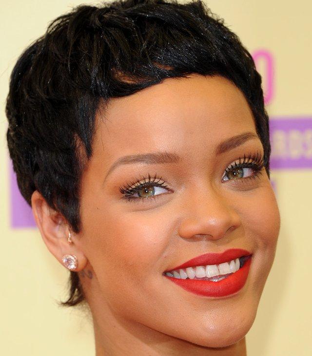 Rihanna w nowej fryzurze na MTV Video Music Awards (FOTO)