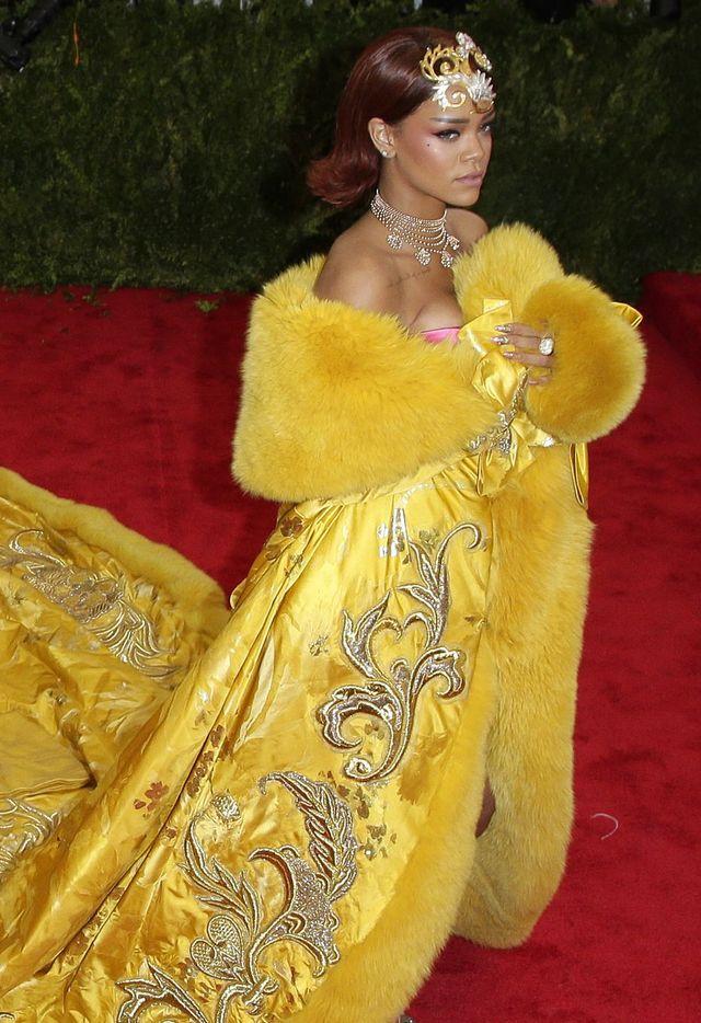 Rihanna w największej kreacji na gali MET (FOTO)