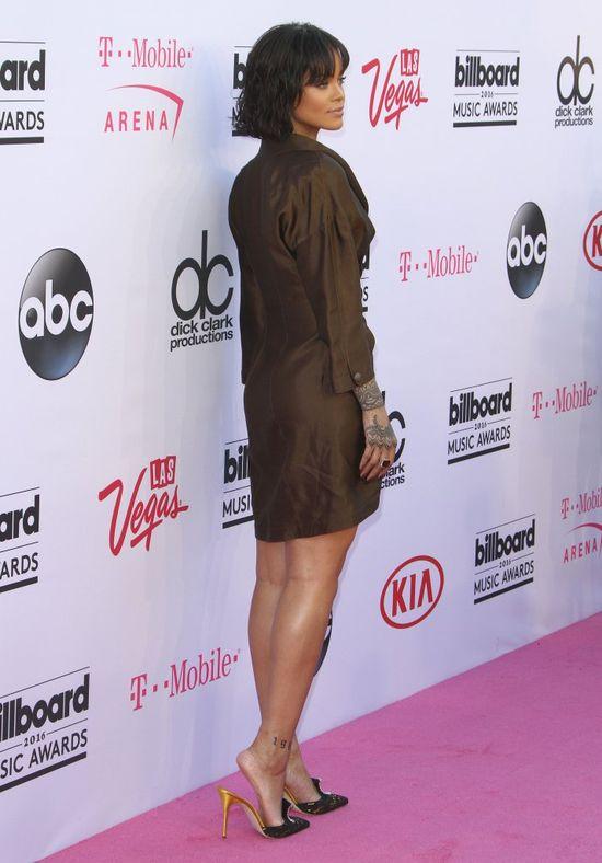 Rihanna zapomniała peruki? Jak wygląda bez doczepów?