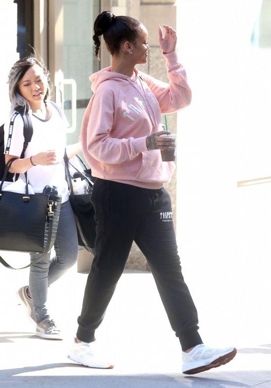 Ten moment, w którym ikona mody stawia na różowe dresy (FOTO)