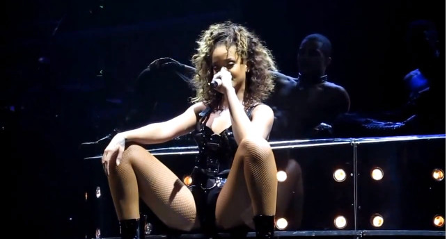 Rihanna uszczęśliwiła fana erotycznym tańcem (VIDEO)
