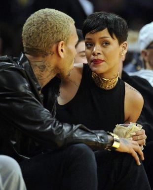 Rihanna znów popala trawkę i dzieli się fotkami (FOTO)