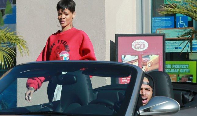 Skrzywiona Rihanna i tyłek Chrisa Browna (FOTO)