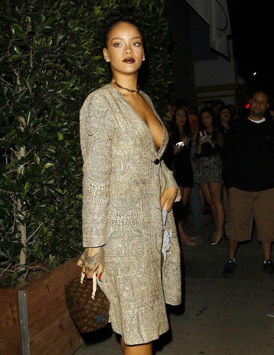 Rihanna ma p�aszcz, wi�c po co jej bielizna?