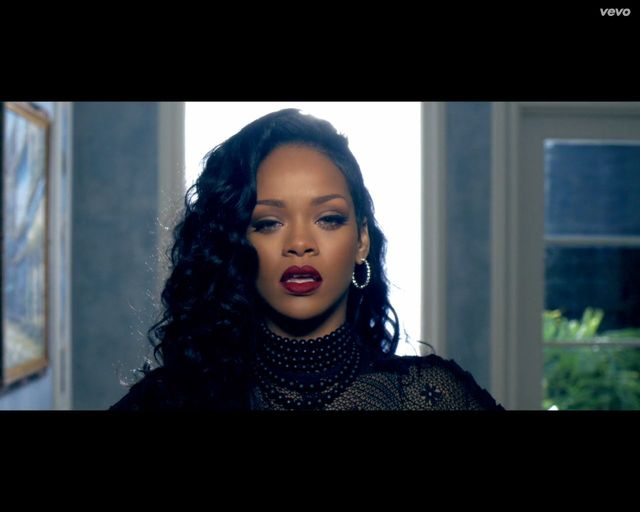 Rihanna by�a zazdrosna o seksapil Shakiry na planie klipu?