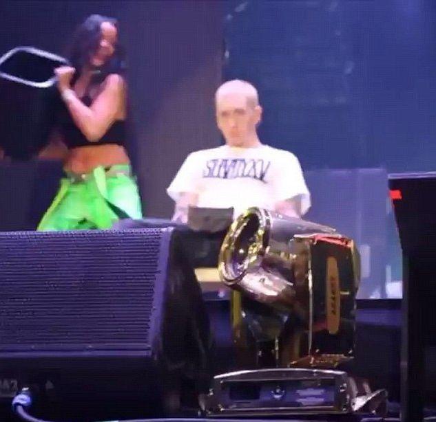 Rihanna i Eminem zrobili TO na oczach tysi�cy fan�w (VIDEO)