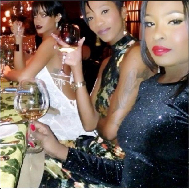 Rihanna wie, jak kusić (FOTO)