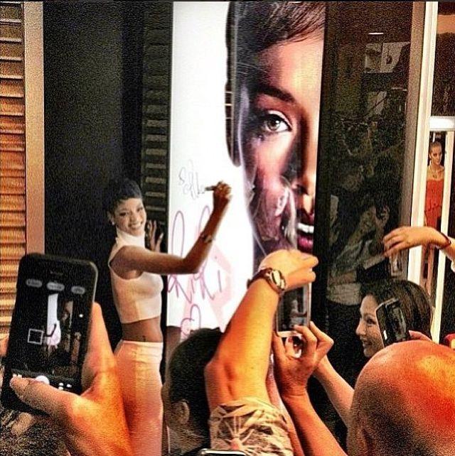 Rihanna nie ma ani chwili przerwy. Teraz... (FOTO)