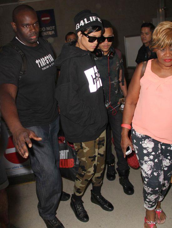 Rihanna zrobiła się na... moro (FOTO)