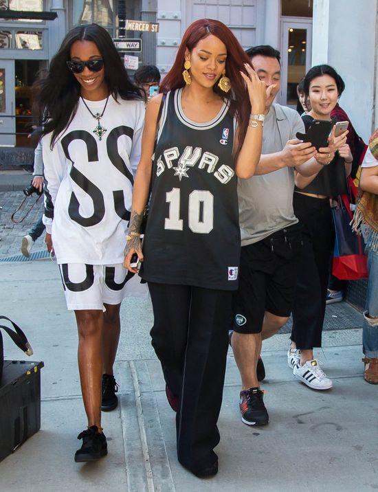 Takie spodnie tylko Rihannie ujdą na sucho? (FOTO)