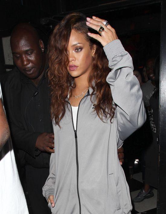 Rihanna zgoli�a w�osy? (FOTO)