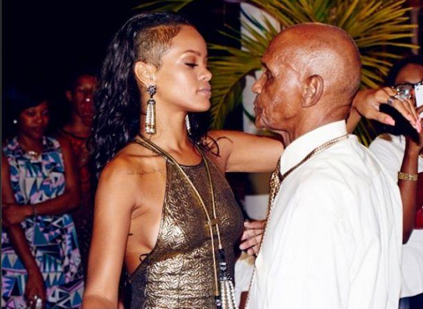 Rihanna to jednak dobra dziewczyna? (FOTO)