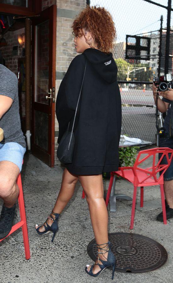 Tym razem Rihanna mocno przekombinowała? (FOTO)