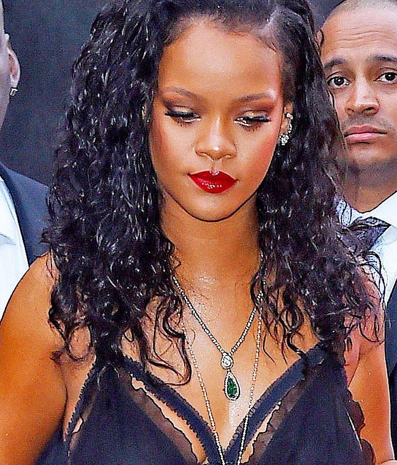 WOW! Rihanna w NOWEJ fryzurze jest nie do poznania