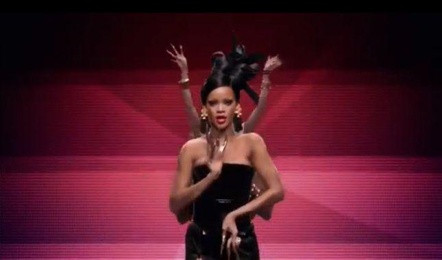 Rihanna jako gejsza bez brwi (VIDEO)