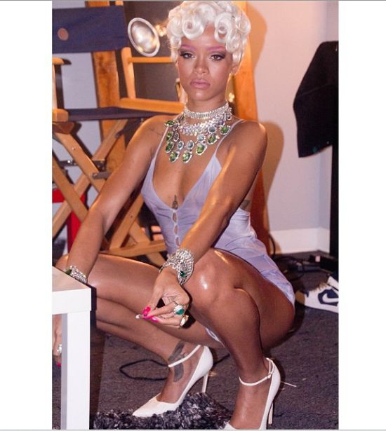 Rihanna ma dość imprezowania, ale nie pokazywania (FOTO)