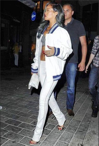Rihanna w męskiej kurtce na imprezie (FOTO)