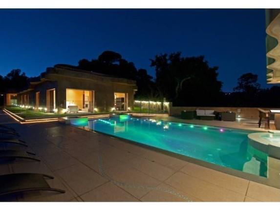 Rihanna wynajmuje swoją wille w LA (FOTO)