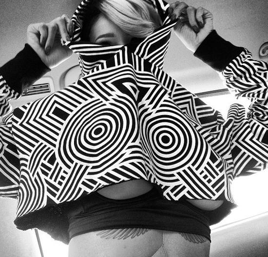 Kolejna odsłona piersi Rihanny (FOTO)