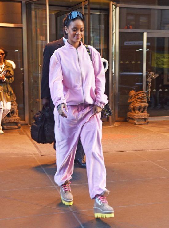 Królowa stylu przywraca do łask welurowe dresy? (FOTO)