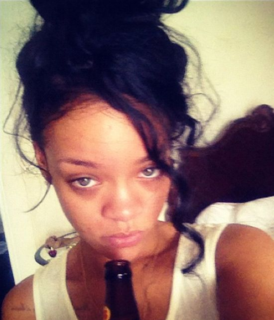 Rihanna z butelką: Musiałam!!! (FOTO)