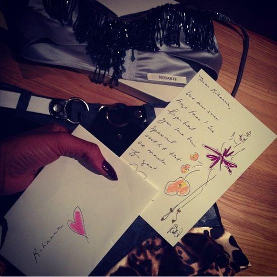 Rihanna chwali się świątecznymi łupami (FOTO)