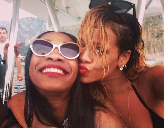 Rihanna poszła na zakupy w stroju kąpielowym (FOTO)