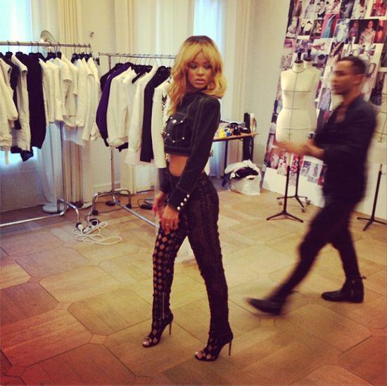 Rihanna w schowroomie Balmain  (F