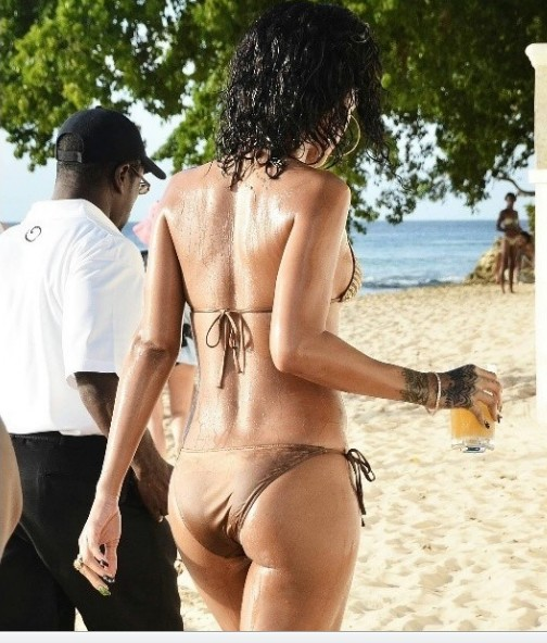 Rihanna w bikini za 990 dolarów (FOTO)