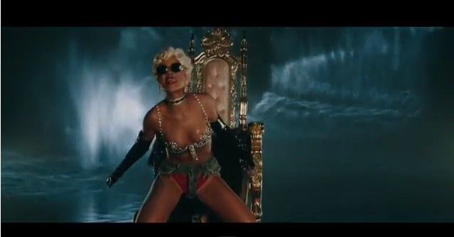 Rihanna jak striptizerka w klipie do Pour It Up (VIDEO)