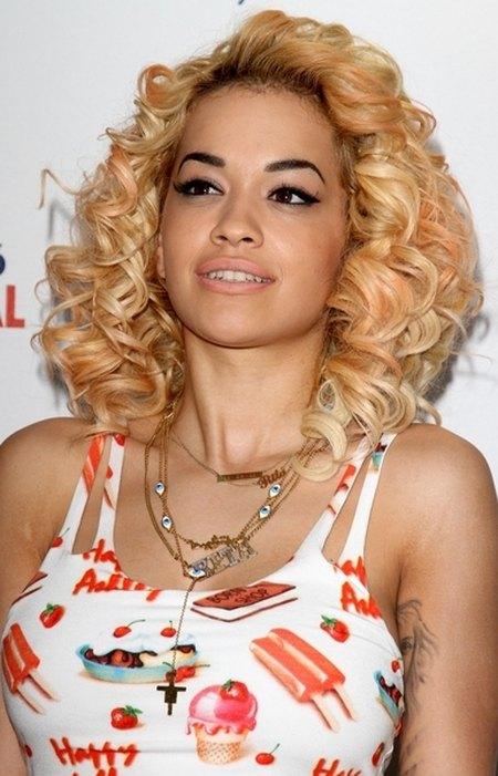 Rita Ora kreauje nowy styl (FOTO)