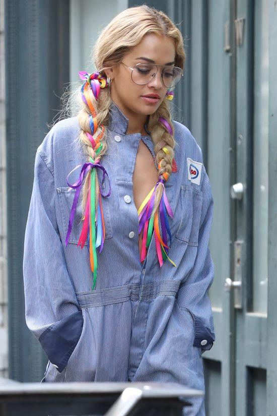 Rita Ora chce zostać ikoną stylu. Nie tędy droga (FOTO)