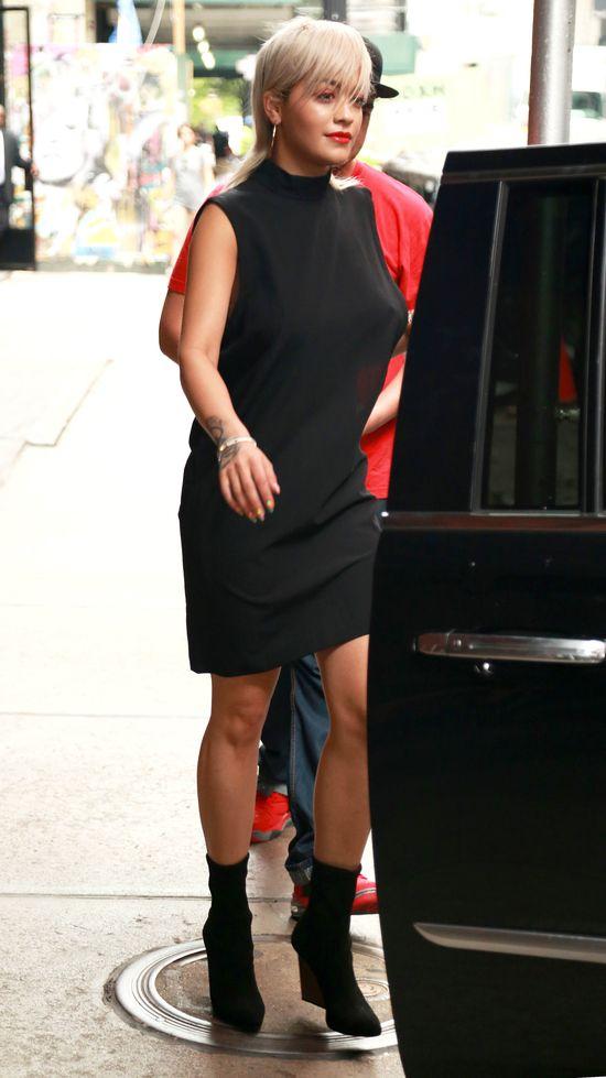 Gdy Rita Ora ściągnie perukę... (FOTO)