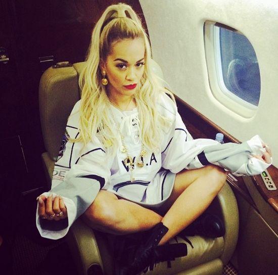 Jak wygląda Rita Ora w roli siostry pana Greya? (FOTO)