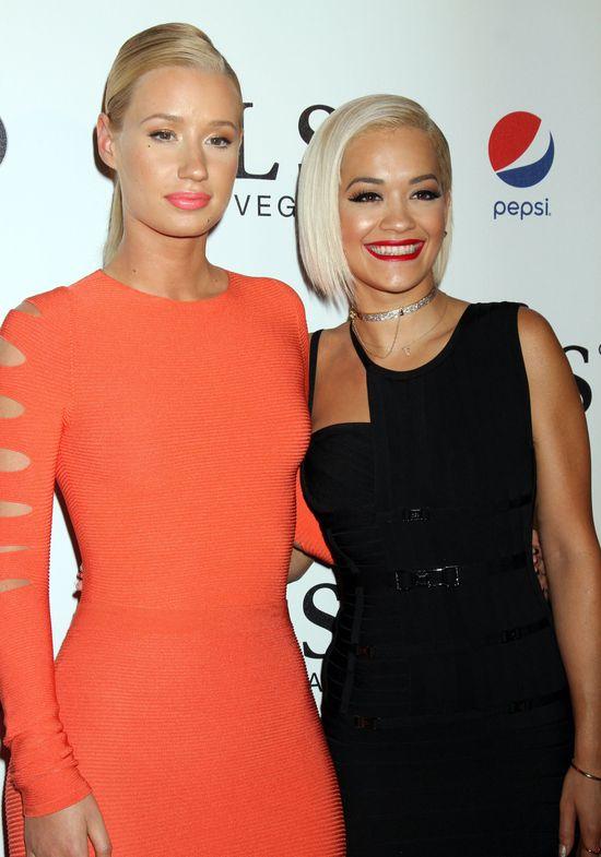 Iggy Azalea i Rita Ora całują się na scenie?