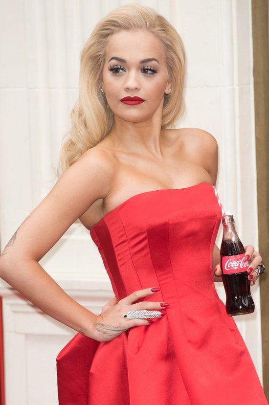 Seksowna Rita Ora reklamuje bar Coca Coli (FOTO)