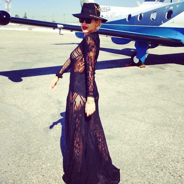 Rita Ora wodzi na pokusznie (FOTO)