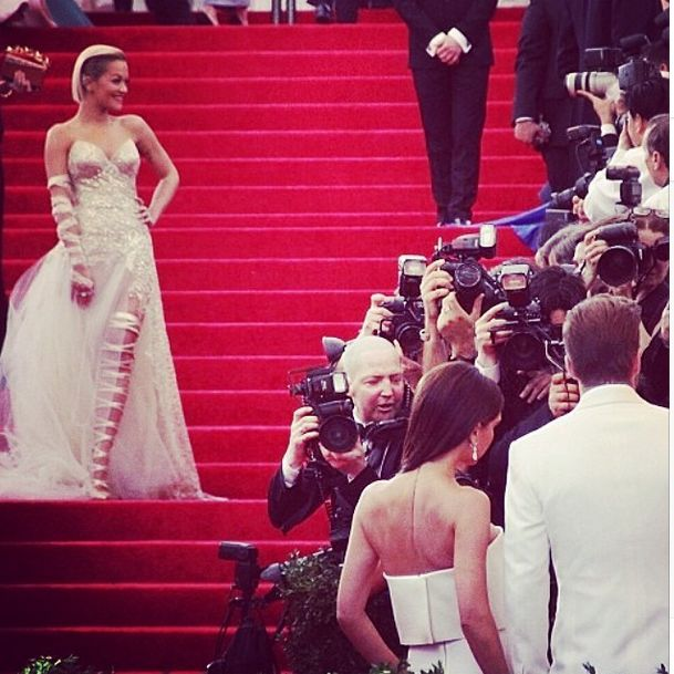 Rita Ora zaliczy�a WPADK� na gali MET 2014 (FOTO)