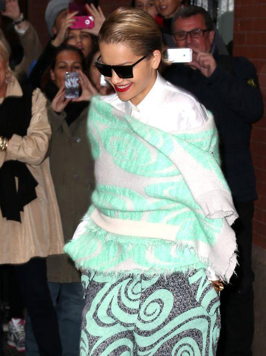 Założyła sweter jak kaftan bezpieczeństwa (FOTO)