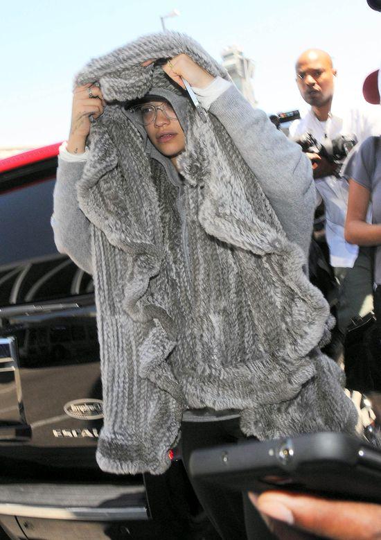 Paparazzi i tak uchwycili Ritę Orę bez makijażu (FOTO)