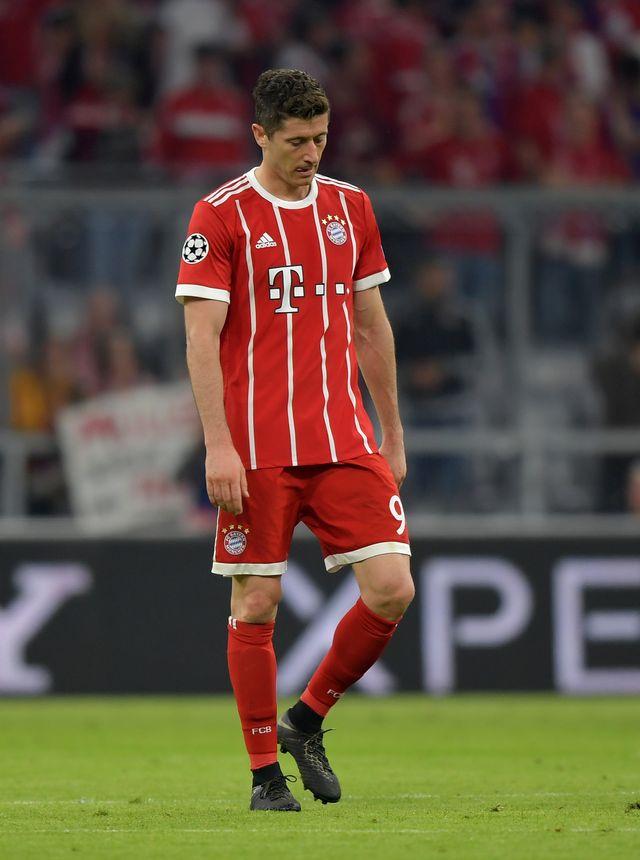 Przybity Lewandowski po przegranym meczu Bayernu Monachium (ZDJĘCIA)