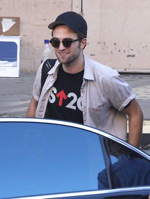 Robert Pattinson nadal wzbudza żywe zainteresowanie (FOTO)
